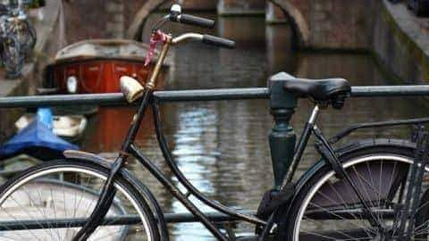 Hop-on, Hop-off: Amsterdam Biking Pub Tour